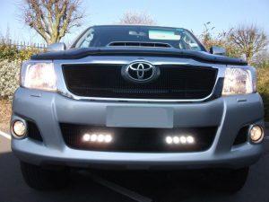 Lazer Lamps Scheinwerfer Zubehör Kühlergrilleinsatz Toyota Hillux_1